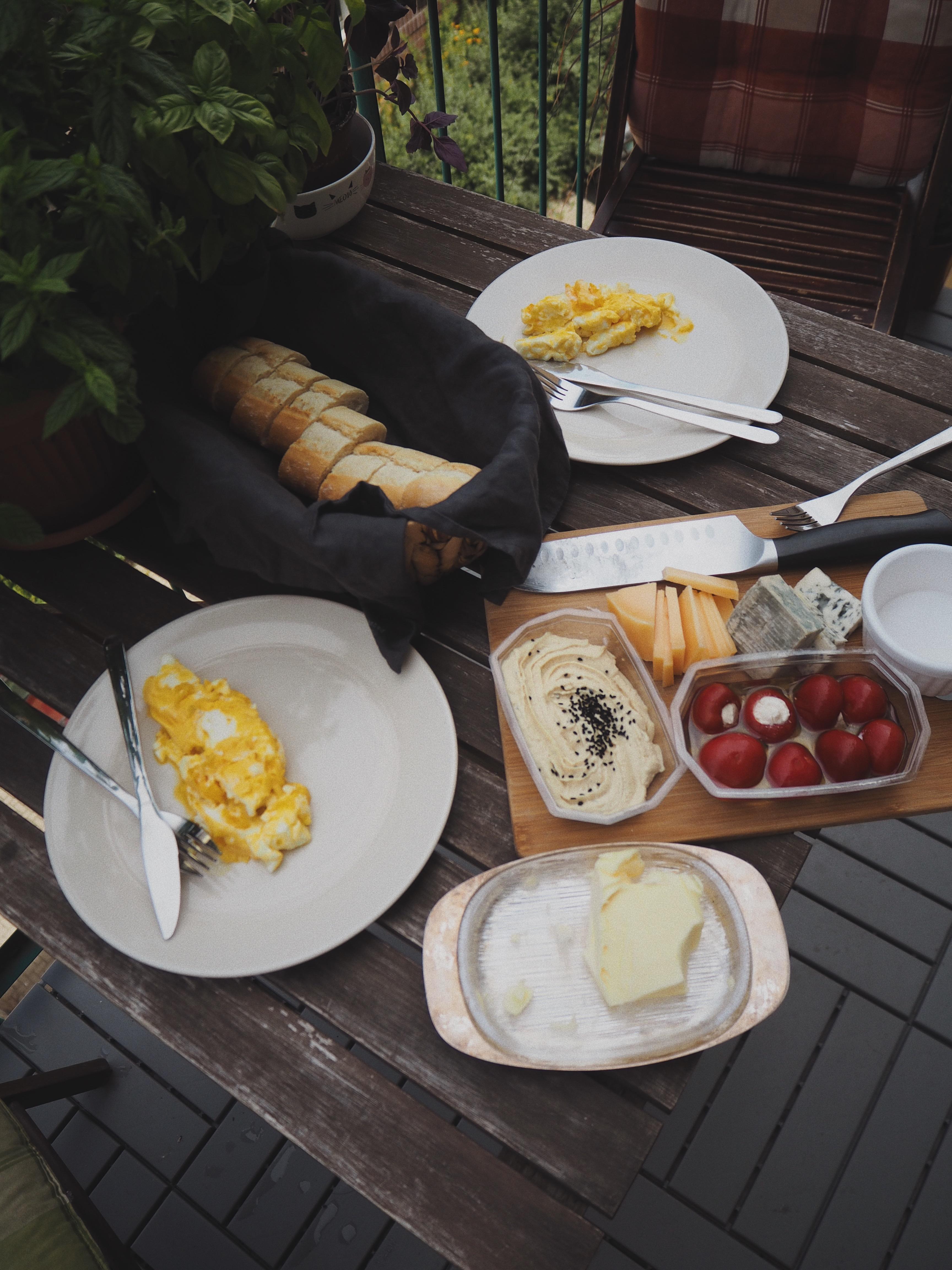śniadanie na balkonie