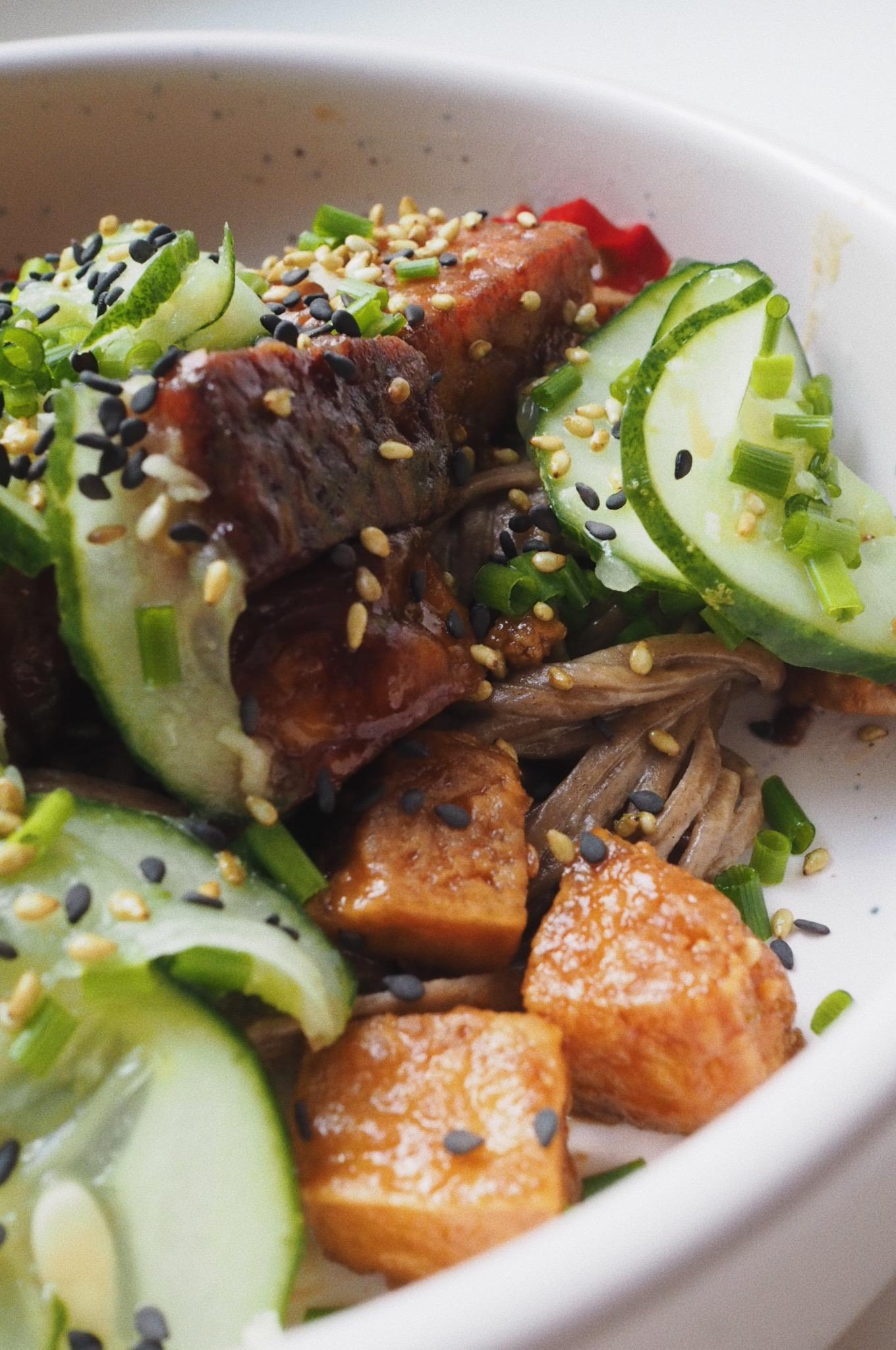 Azjatycki bowl