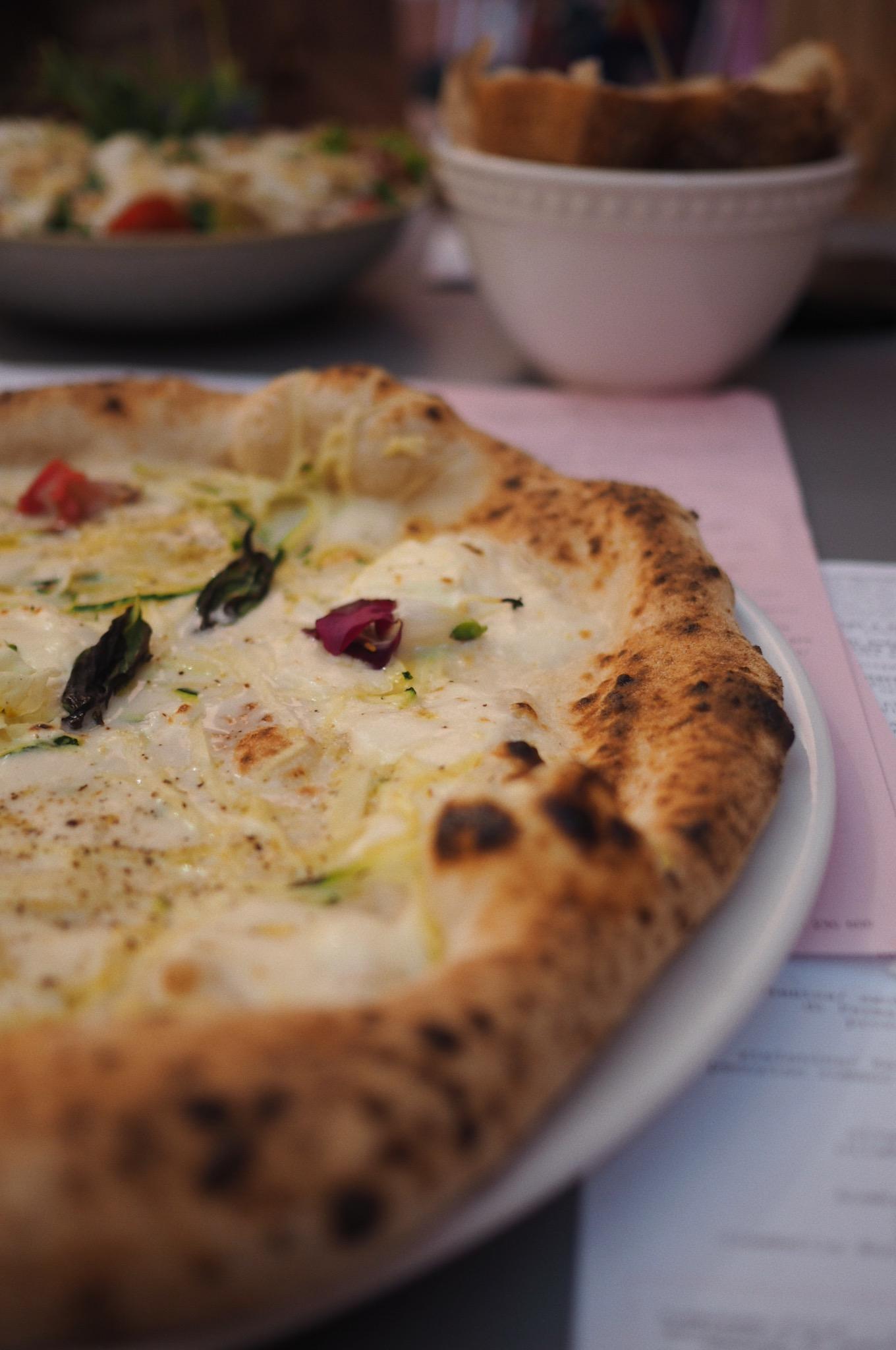 pizza z kwiatami